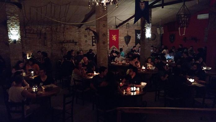 Ambiente interno da Taverna medieval Milord em Campinas