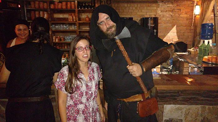 Barman da Taverna Milord medieval em Campinas também se veste a caráter